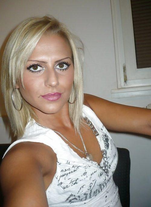 Jolie blonde coquine cherche une rencontre coquine réelle